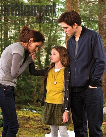 File:Bella, Edward and Renesmee.jpg