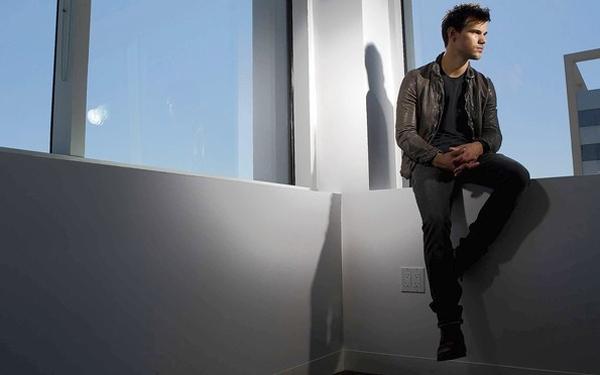 File:Taylor-Lautner-LA-Times.jpg