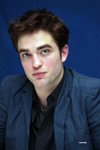 File:Robert-Pattinson-robert-pattinson-20771701-1334-2000.jpg