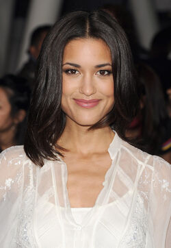 Julia Jones Premiere Breaking Dawn ih-5mnKHCabl