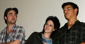 File:Kristen, Robert and Taylor 2.jpg
