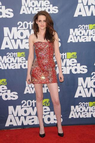 File:Kristen-stewart-2011-MTV-Movie-Awards-06062011-35.jpg