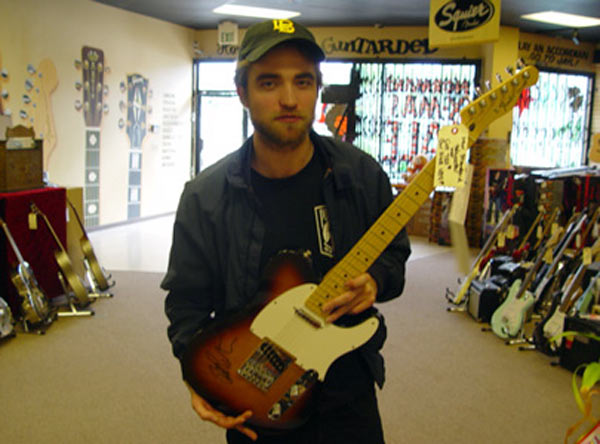 File:122211 kristen stewart normans guitars 8111222084951.jpg