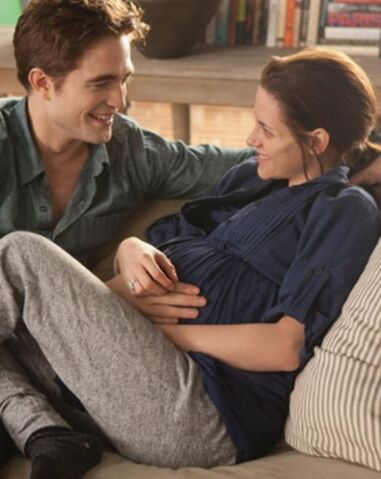 File:Bella and edward on the last day of pregncey.jpg