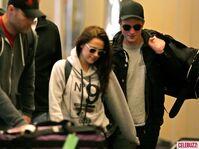 9Robert-Pattinson-Kristen-Stewart-050312--580x435