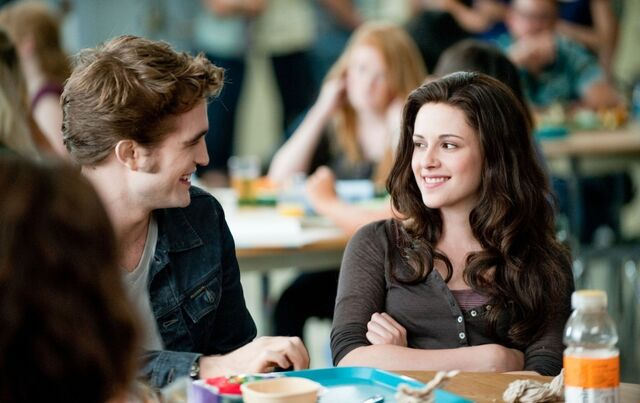 File:Eclipse edward bella smiles1.jpg