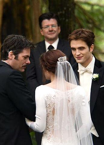 File:Edward and Bella Wedding Album Pix - edited (2).jpg