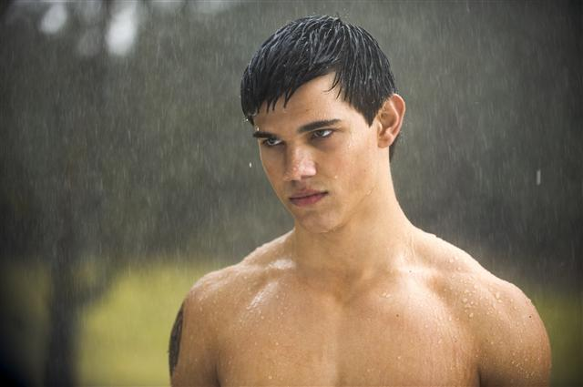 File:New-moon-movie-still-jacob-black-large.jpg