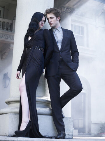 File:Robert Pattinson and Kristin Stewart in Bazaar (1).jpg
