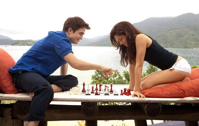File:Honeymoon playing chess.jpg