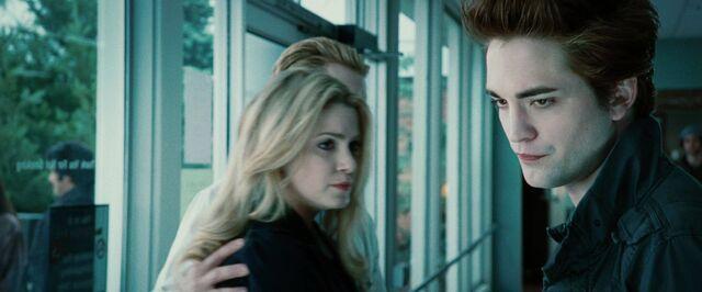 File:Rosalie-Hale-Edward-Cullen-Carlisle Cullen.jpg