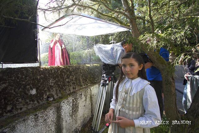 File:Emma Tremblay (Young Alice) and Barbara Beall (Lillian Brandon) shooting the rain scene.jpg