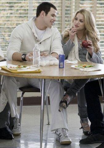 File:Emmett rosalie lunch.jpg