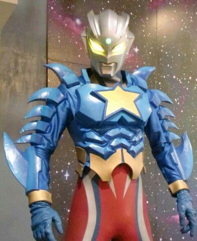 File:Ultraman Zero Super Form approach.jpg