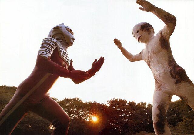 File:Ultraseven vs. Alien Spell.jpg