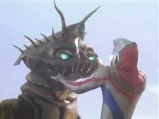 File:Bazob vs Ultraman Dyna.jpg