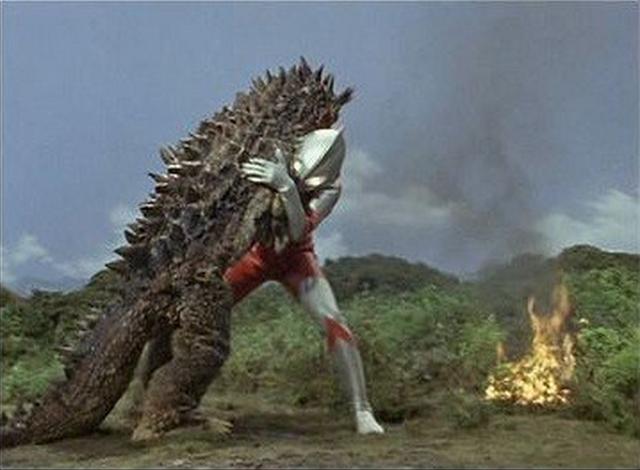 File:Ultraman v Bemlar I.png