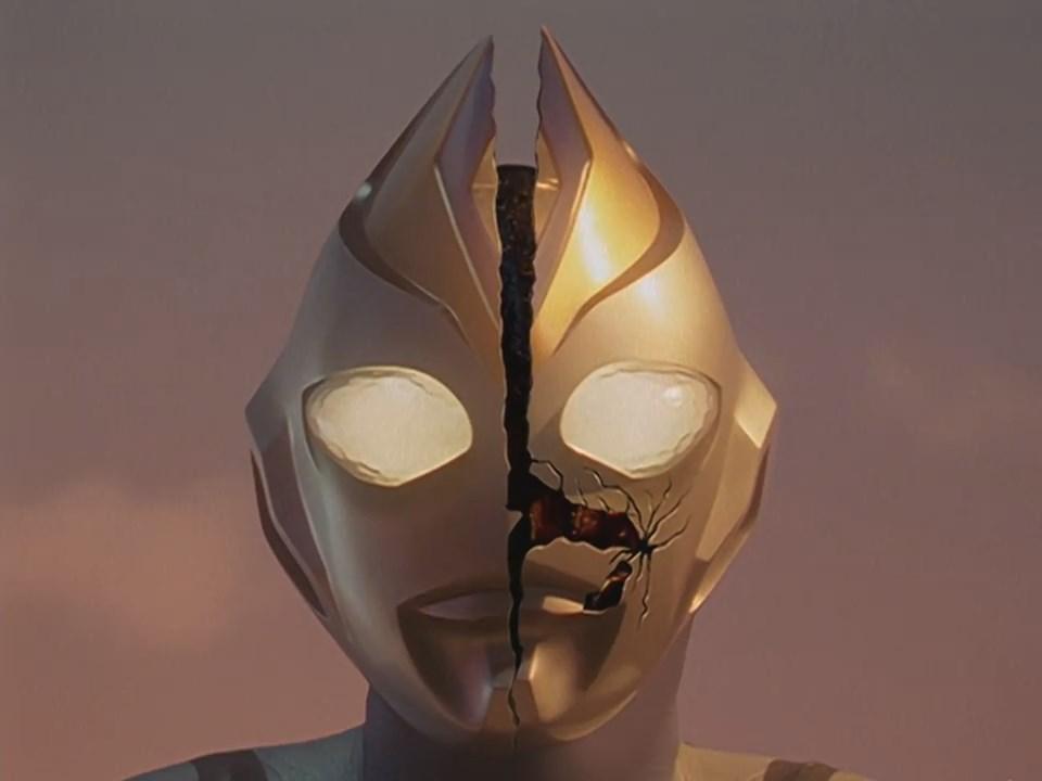 File:Imitation Ultraman Dyna face crack.jpg