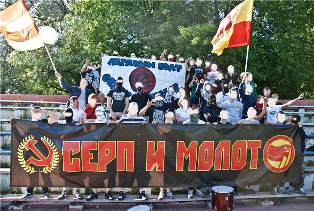 File:Serp i molot moskva 2011.jpg
