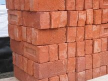 Stapel bakstenen - Pile of bricks 2005 Fruggo