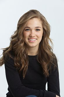 File:Portrait Photograph of Haley Lu Richardson.jpg