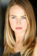 Britt Robertson (2)