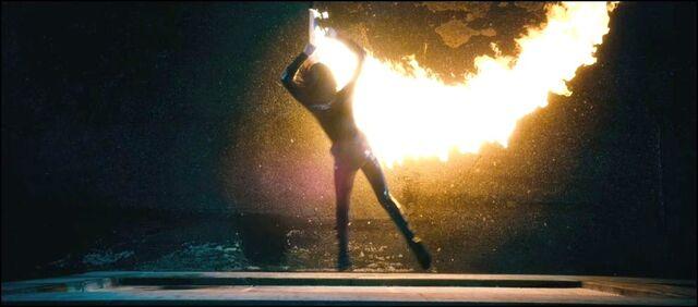 Archivo:Selene escaping fire from flamethrower.JPG