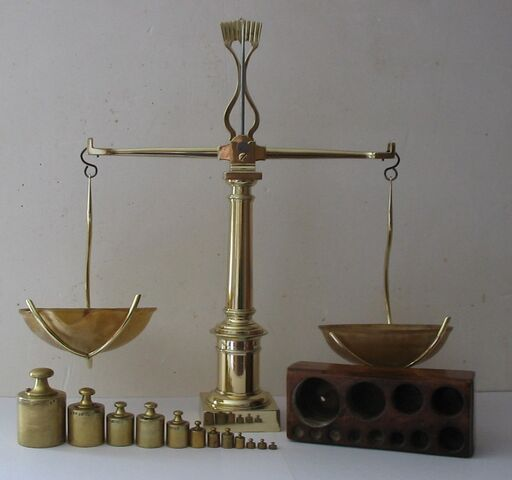File:Balance à tabac 1850.JPG