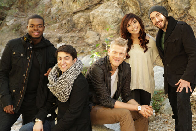 File:Pentatonix-releases-new-song-off-Christmas-album-900x600.jpg