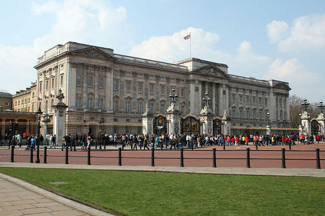 File:Buckingham Palace 2007 2.jpg