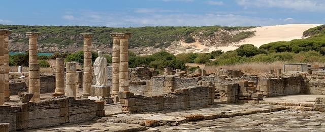 File:Ruins-1481422 640.jpg