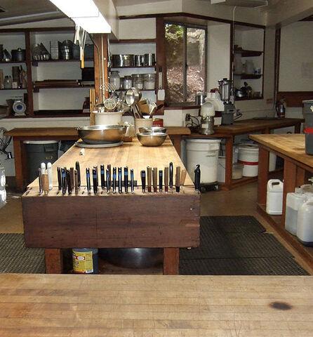 File:Kitchen at Restaurant het Citroentje.jpg