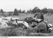 180px-Bundesarchiv Bild 146-1979-118-55, Infanterist mit Sturmgewehr 44