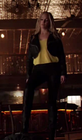 File:Caroline clothes 6x16...png