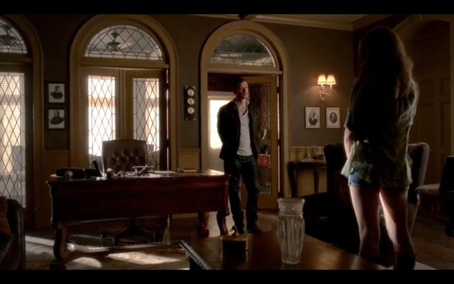 File:4x03-First time Klaus and Hayley meet.png