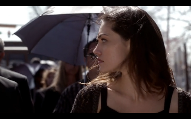 File:1x20-Hayley looks at Klaus.png