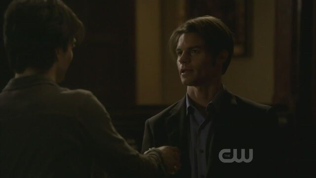 File:Elijah-3x15-The-Dinner-Party-elijah-19425346-1280-720.jpg