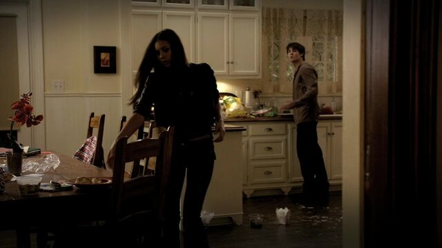 File:TVD1x06-Gilbert House 64.jpg
