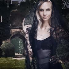 File:Caroline in all black.jpg