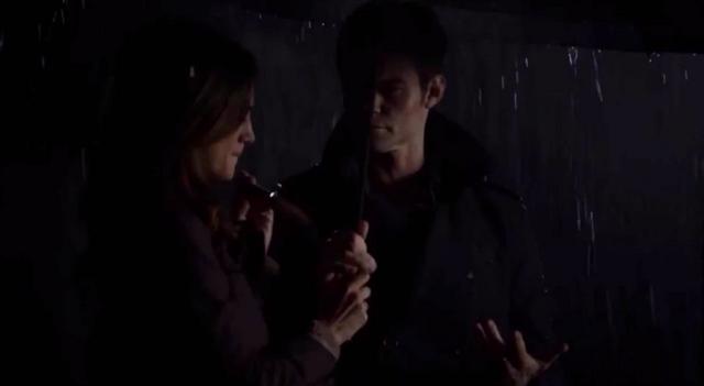 File:Hayley-Elijah 1x11...png
