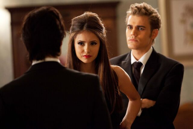Archivo:Vampire-diaries-season-2-masquerade (30).jpg