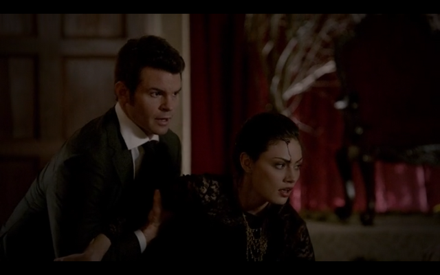 File:1x18-Elijah comes to the rescue.png