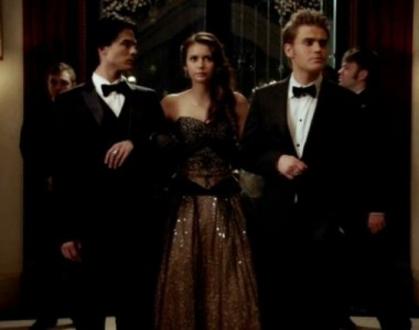File:Elena got both stefan and damon.jpg