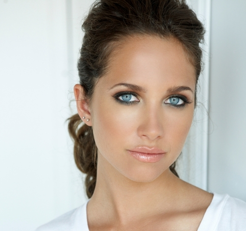 File:Maiara-walsh-gorgeous-blue-eyes.jpg
