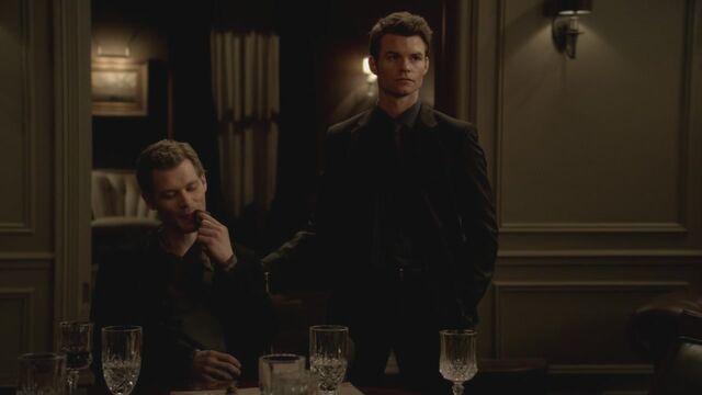 File:The-Vampire-Diaries-3x13-Bringing-Out-the-Dead-HD-Screencaps-elijah-28811995-1280-720.jpg