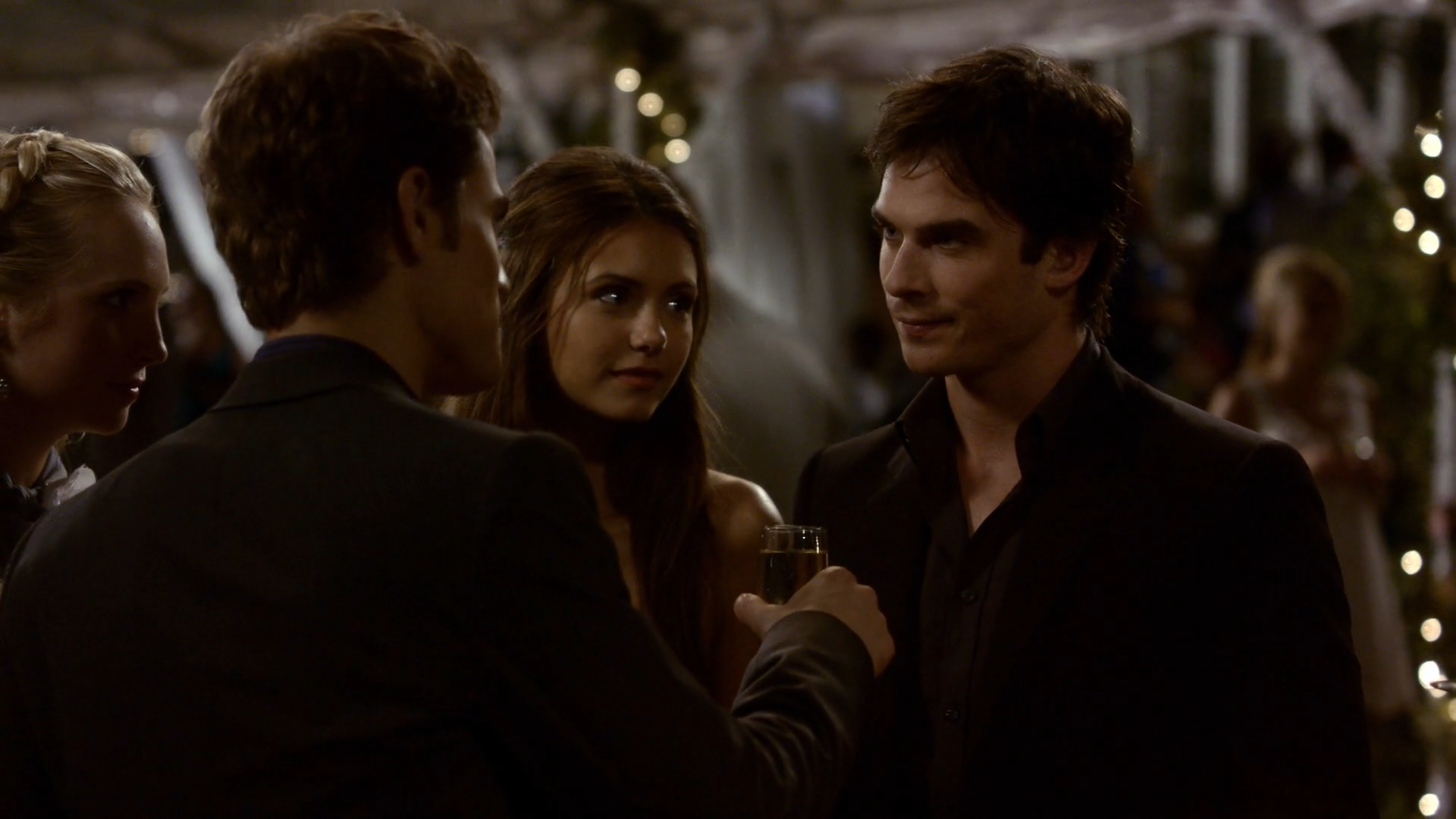 When does elena start dating damon