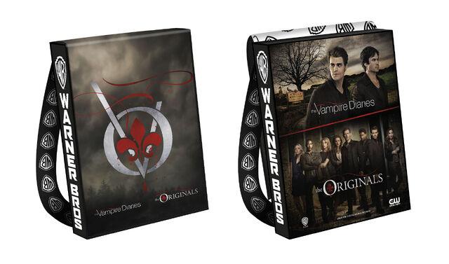 File:2016-wbsdcc-the vampire diaries the originals bag.jpg