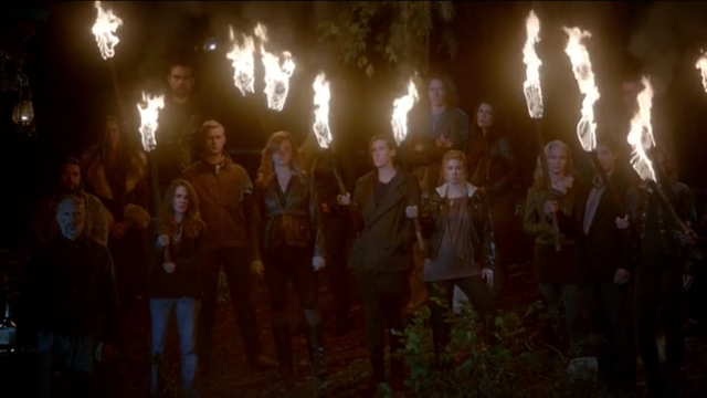 File:The Originals Season 3 Episode 10 A Ghost Along the Mississippi The crescents.png