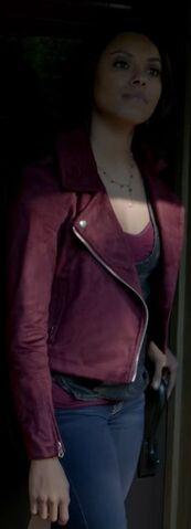File:Bonnie 7x19 Outfit-1.jpg