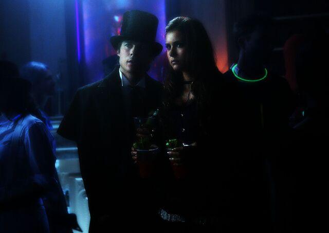 File:Vampire diaries elena and damon the five 3.jpg